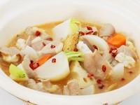 Bホルモンと根菜の鍋(博多風もつ鍋味噌味)